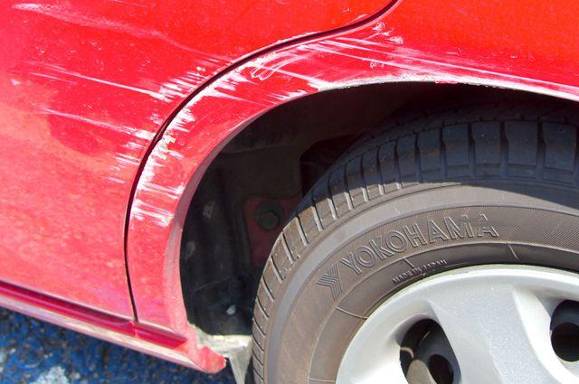 Как убрать маленькую царапину на машине